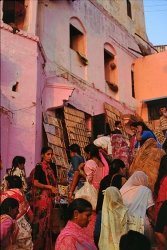 AW009 - Pink market, Varanasi, India
