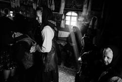 DE012 - Attending Church services, Sarbi, Maramures, Romania